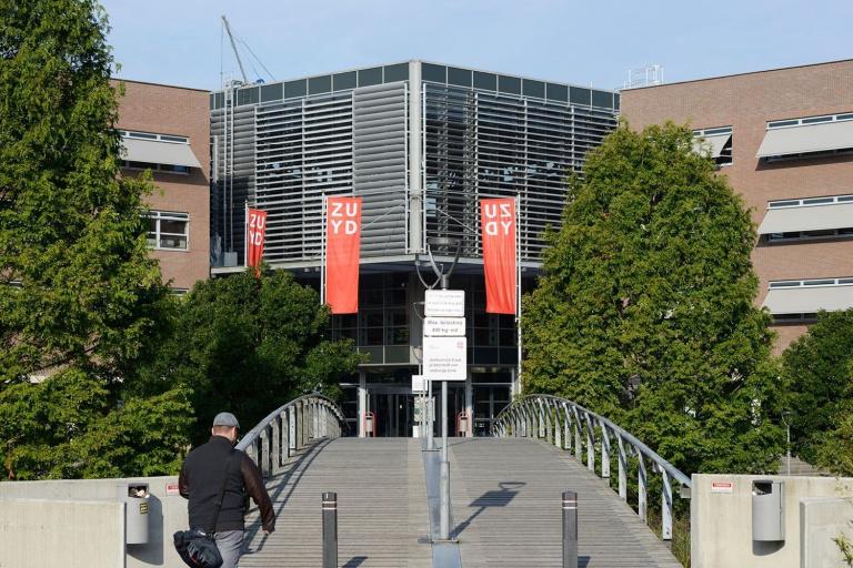 Vlaggen bij Hogeschool Zuyd locatie in Heerlen